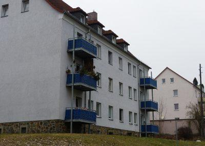 Wohnung in Ronneburg, Mozartstraße 10, Hausansicht Balkonseite